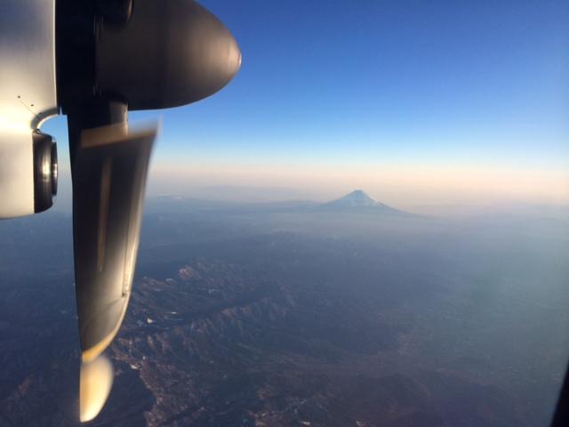 雲海に浮かぶ夕焼けの富士